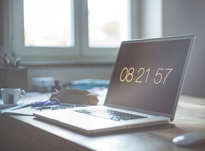 Heure sur l'écran d'un ordinateur