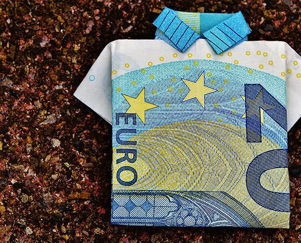 Billet de 20 euros en forme de polo