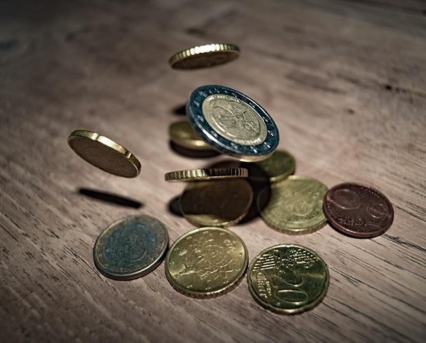 Pièces de monnaie qui tombent
